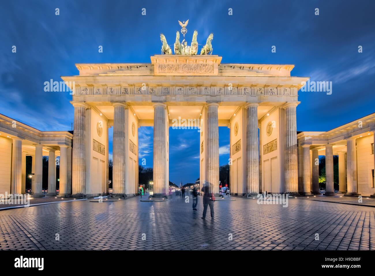 La notte di Berlino, la Porta di Brandeburgo a Berlino, Germania. Immagini Stock