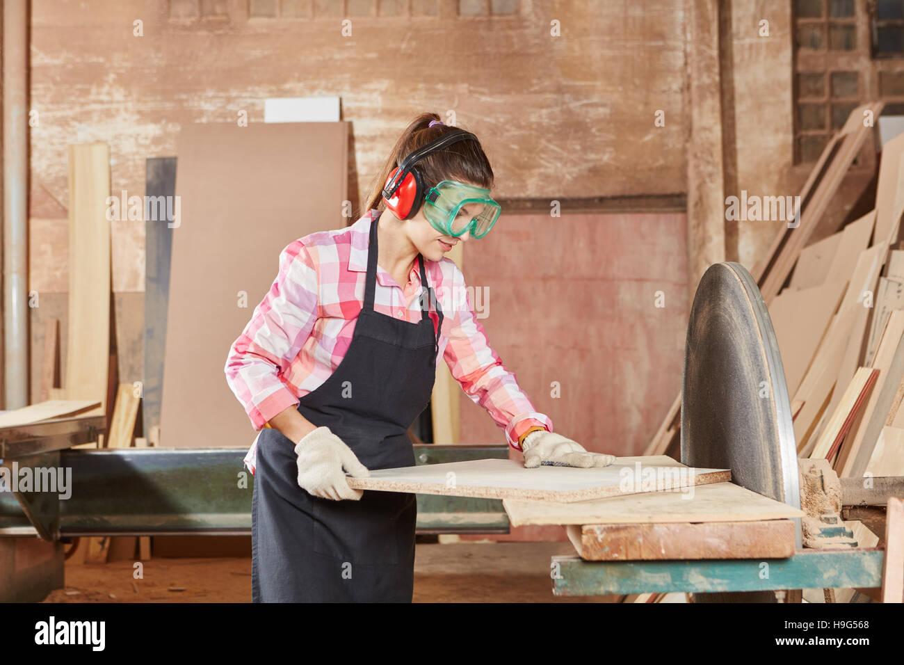 Lavorazioni Con Il Legno.Donna Macchine Per La Lavorazione Del Legno Con Macchina