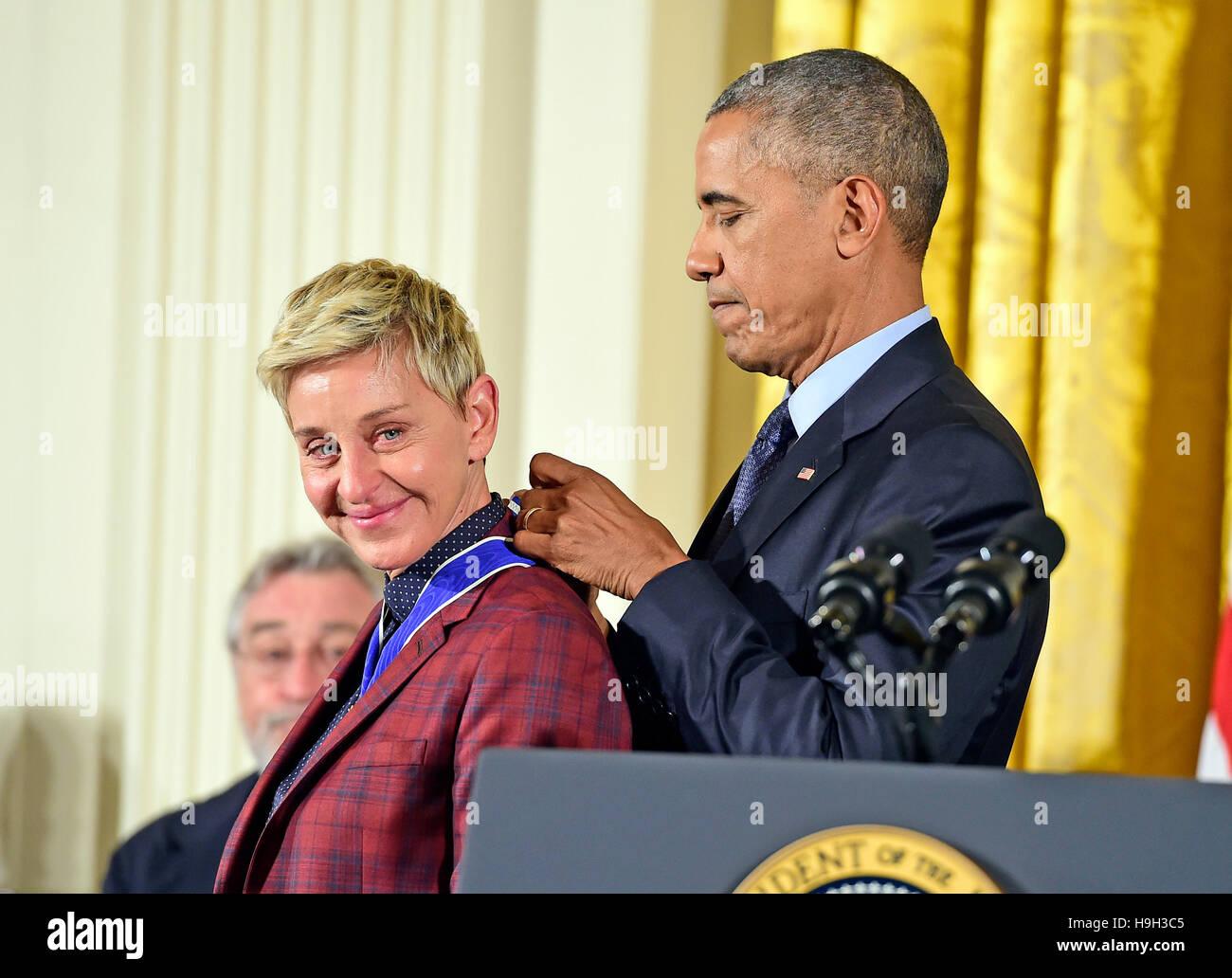 Il Presidente degli Stati Uniti Barack Obama presenta la medaglia presidenziale della libertà di comico Ellen Immagini Stock