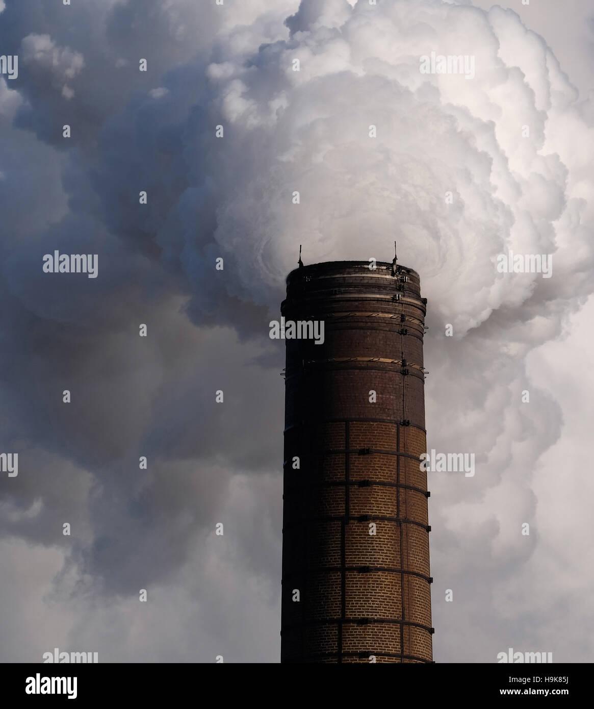 Inquinamento causato dalla fabbrica nel Nottinghamshire, England, Regno Unito Immagini Stock