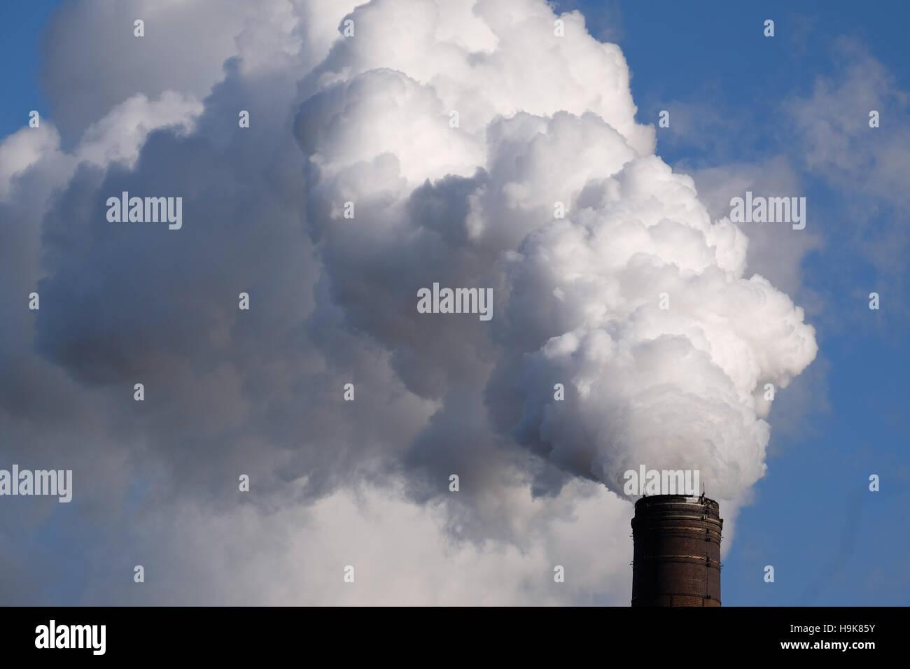 Inquinamento atmosferico da fabbrica nel Nottinghamshire, England, Regno Unito Immagini Stock