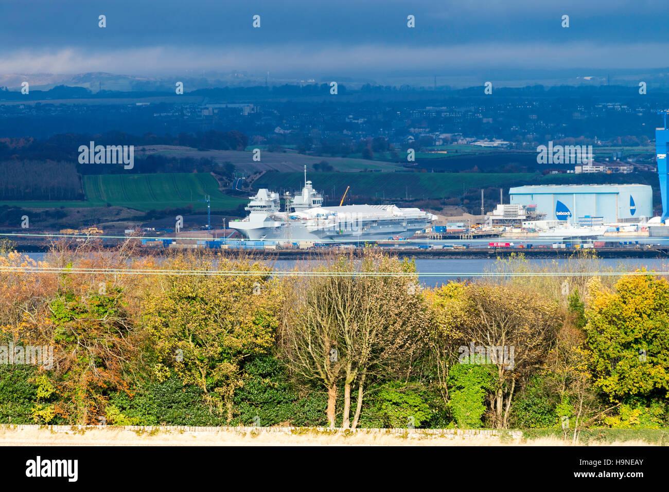 Due Royal Navy Portaerei in costruzione a Rosyth Naval Dockyard Fife Scotland Regno Unito Regno Unito Immagini Stock