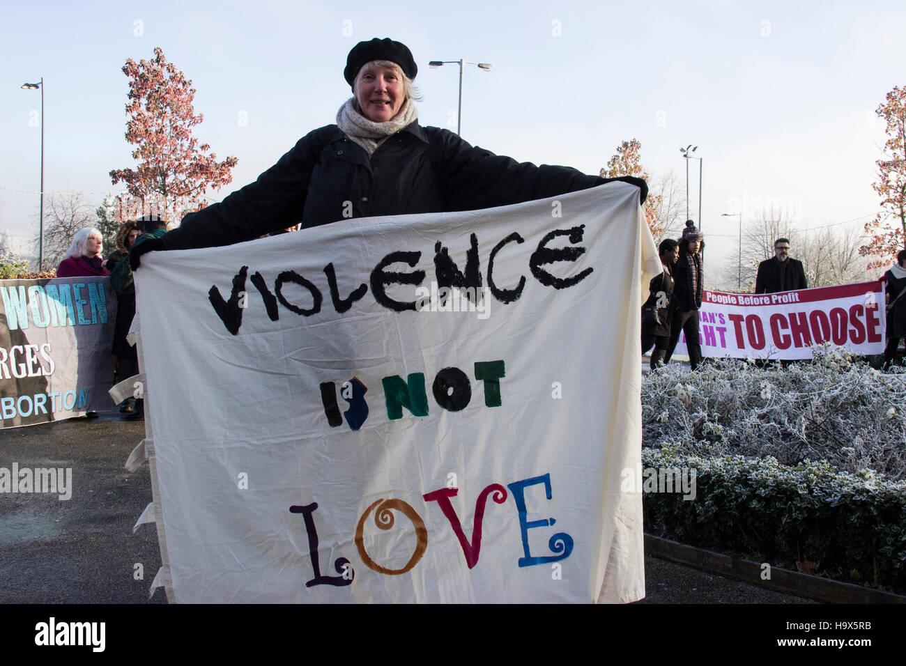 La violenza non è Amore banner. Immagini Stock