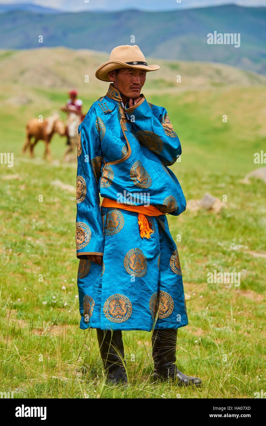 Mongolia, Bayankhongor provincia, Naadam, festival tradizionale, un uomo nomade in deel, costume tradizionale Foto Stock