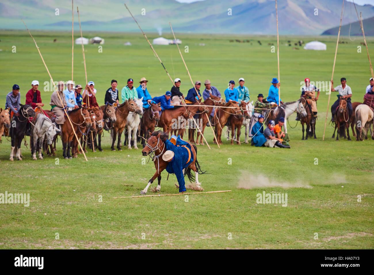 Mongolia, Bayankhongor provincia, Naadam, festival tradizionale, giovani nomad con loro Urga Immagini Stock