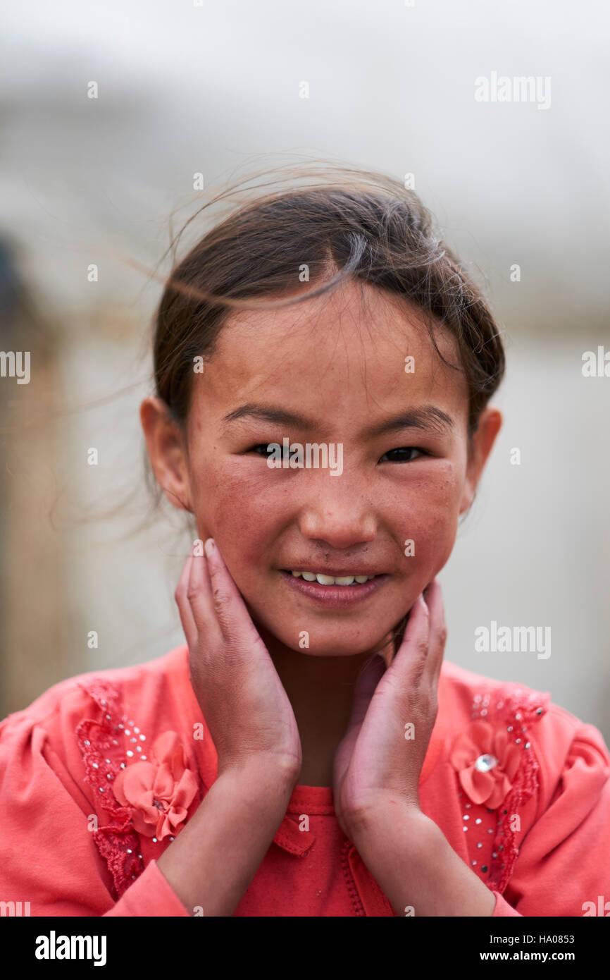 Mongolia, Bayan-Ulgii provincia, Mongolia occidentale, il kazako ragazza giovane Immagini Stock