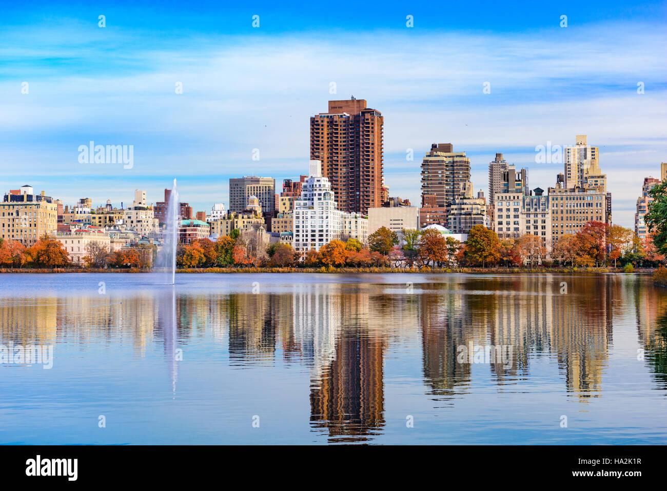 La città di New York presso il Central Park in autunno. Immagini Stock