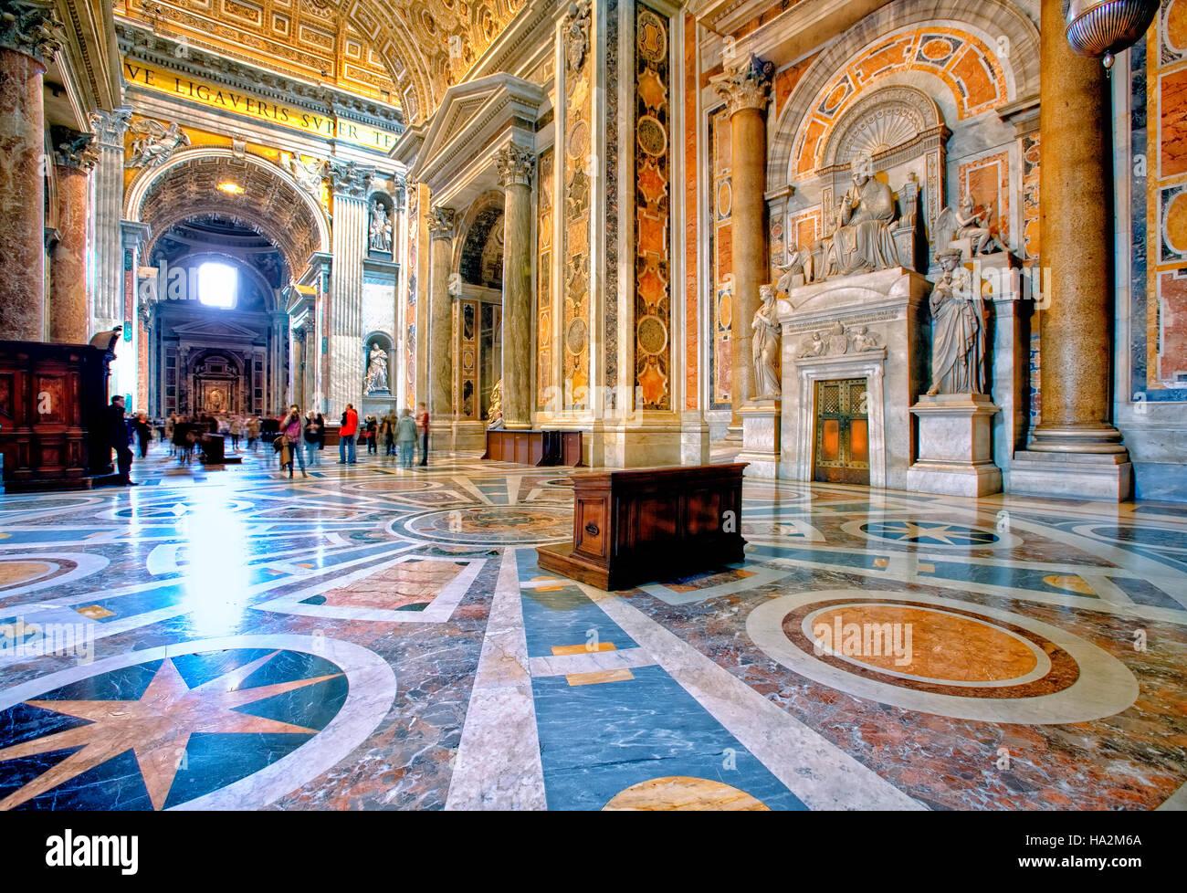 Interno della Basilica di San Pietro in Roma, Italia Immagini Stock