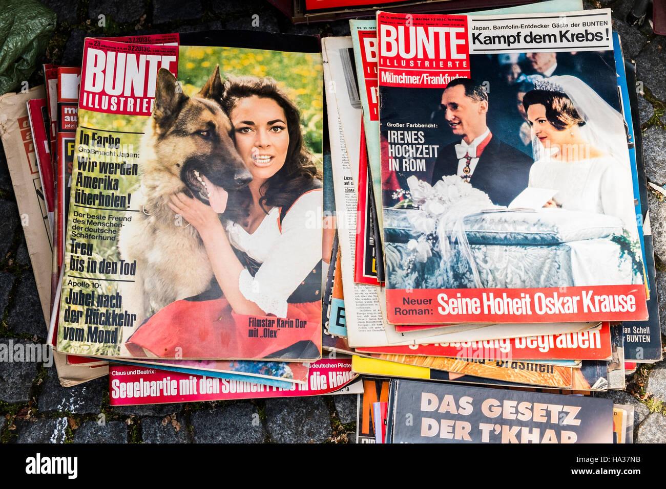 Vecchie riviste in vendita a Stoccarda la molla il mercato delle pulci, Stoccarda, BADEN-WUERTTEMBERG, Germania Immagini Stock
