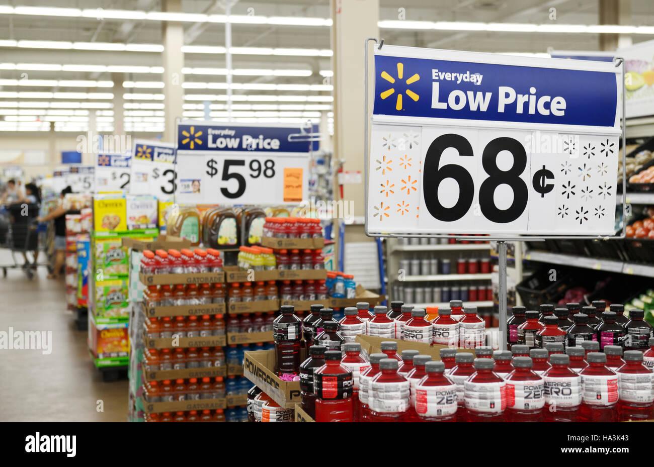 Walmart interno, sconto negozio di vendita al dettaglio Immagini Stock