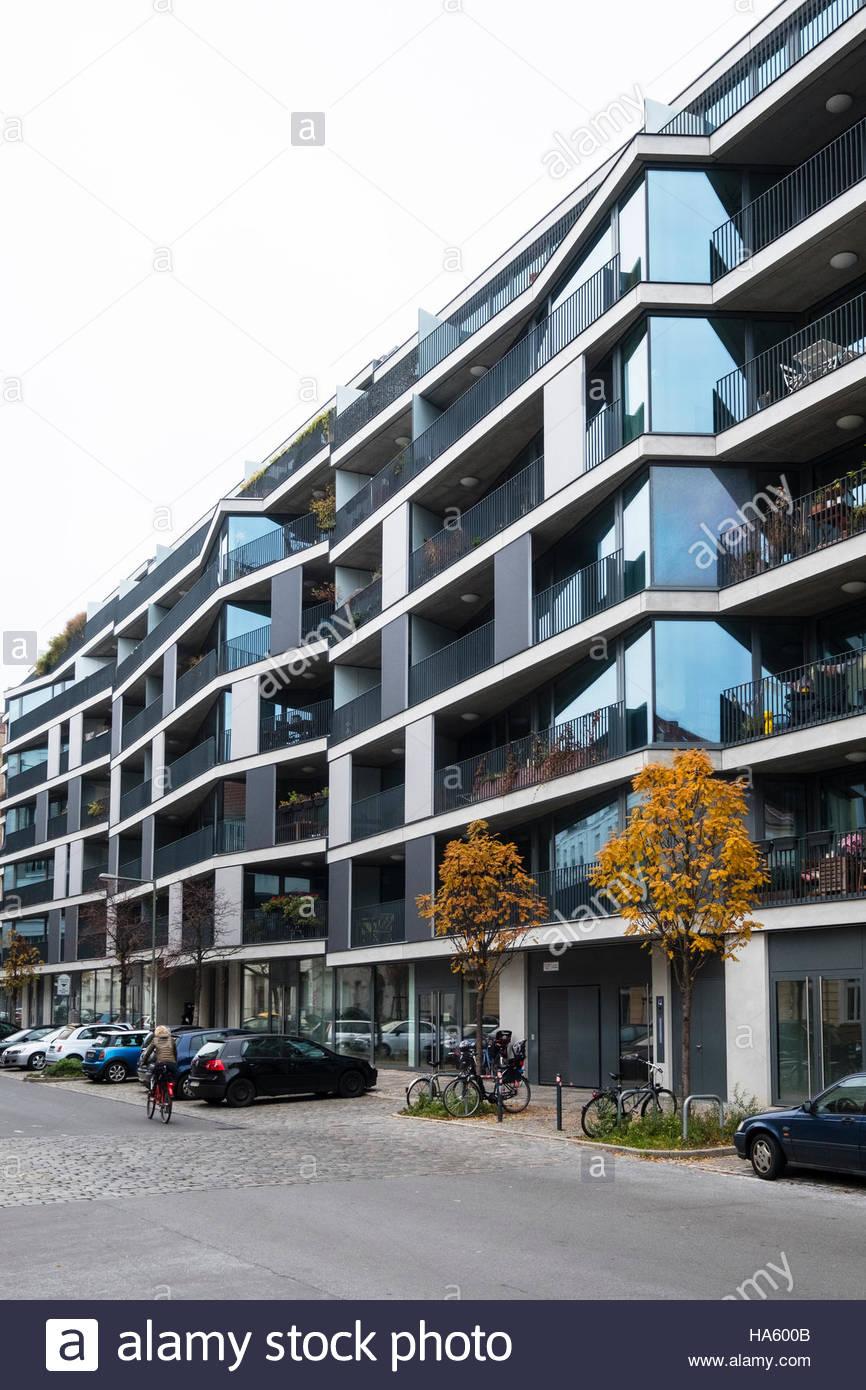 Moderno edificio residenziale di appartamenti lo sviluppo a Pettenkoferstrasse a Friedrichshain , Berlino, Germania Immagini Stock