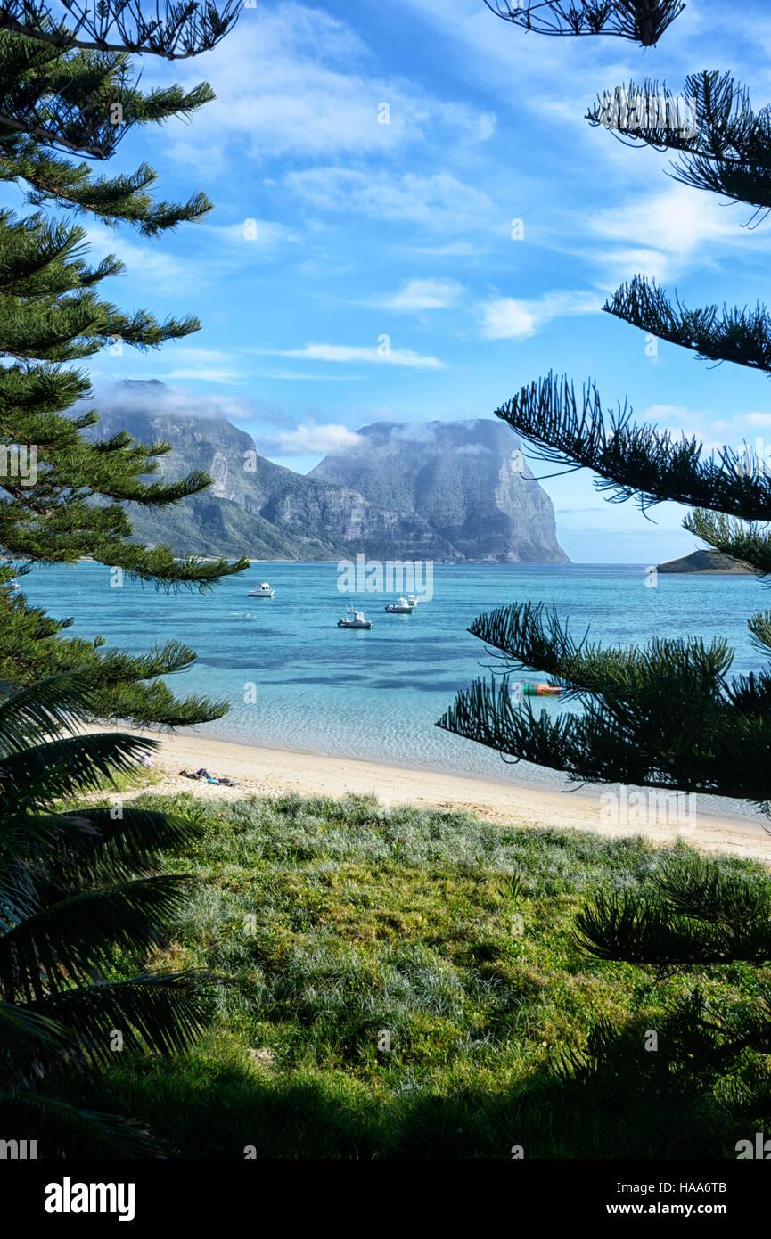 Vista del Monte Gower, attraverso la laguna, Isola di Lord Howe, NSW, Australia Immagini Stock
