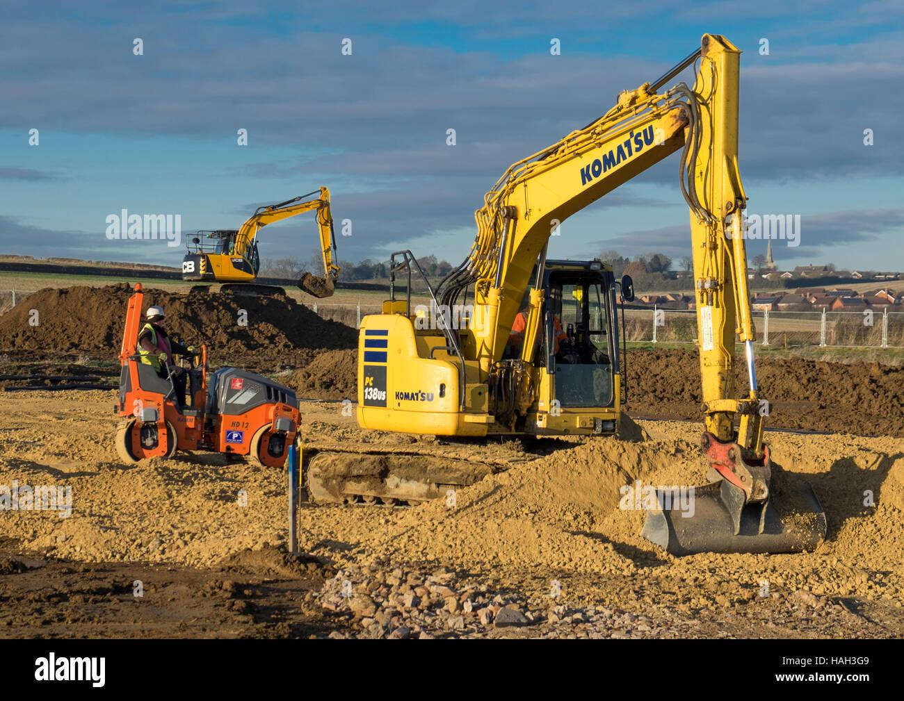Pesanti macchinari utilizzati per la preparazione per la costruzione di casa, Grantham, Lincolnshire, England, Regno Immagini Stock