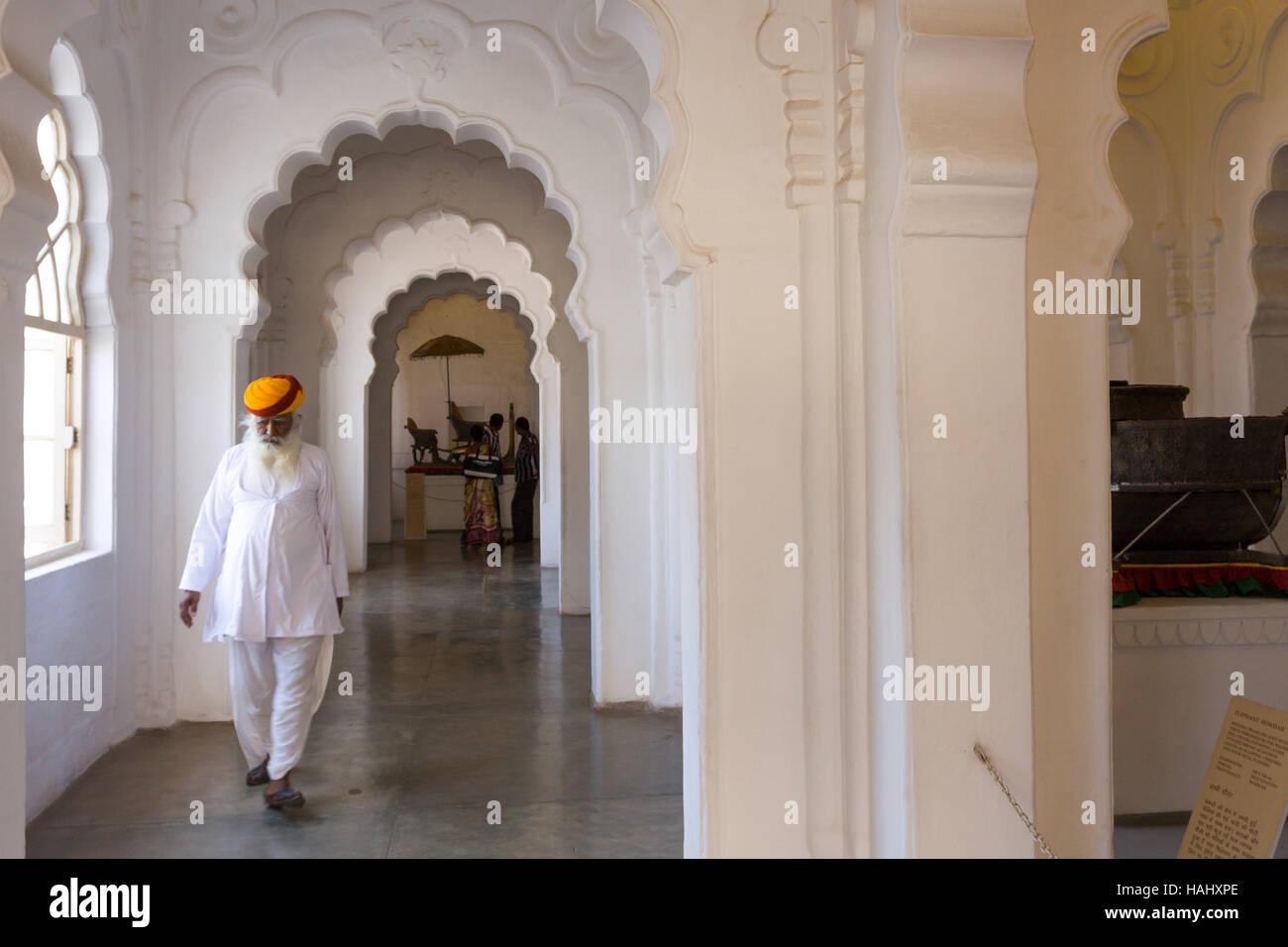 Protezione tipica con abito in Forte Mehrangarh. Jodhpur, Rajasthan. India Immagini Stock