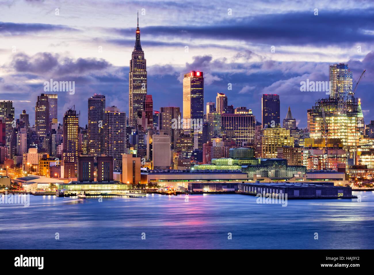 New York City Midtown skyline di Manhattan attraverso il fiume Hudson. Immagini Stock