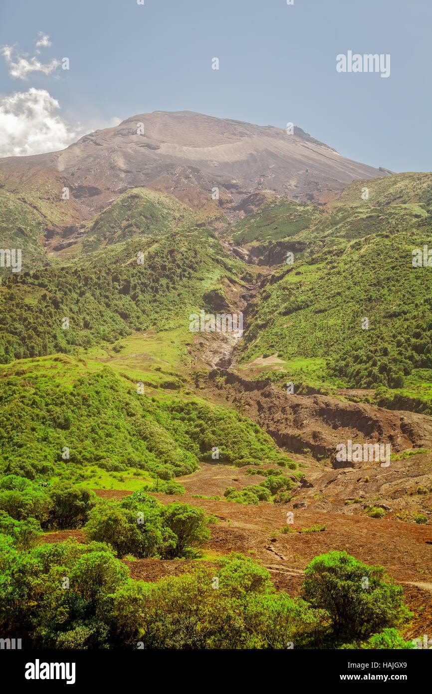 Vulcano Tungurahua uno dei vulcani più attivi in Ecuador, Sud America Immagini Stock
