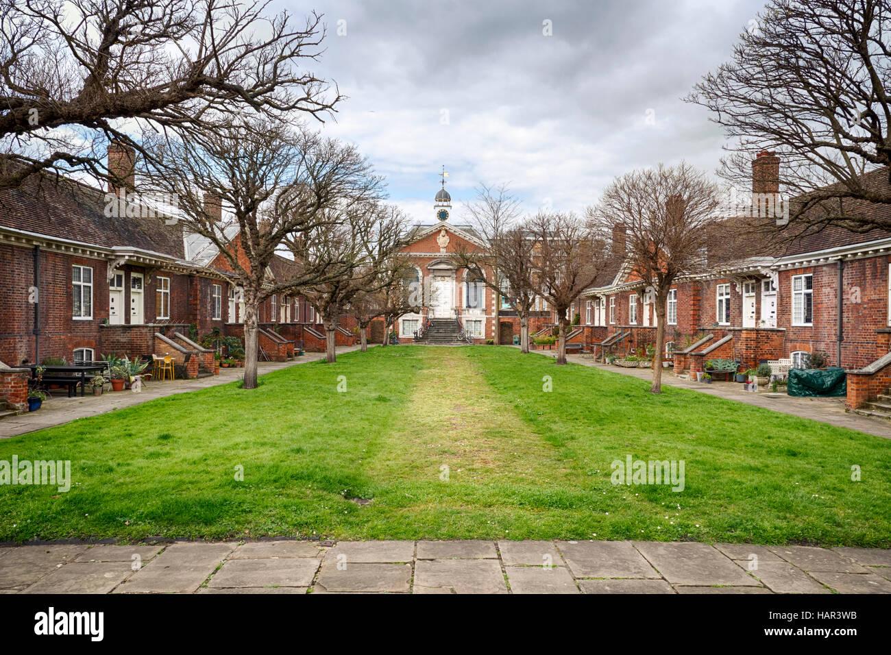 Trinità verde Case Alms Mile End Londra costruito nel 1695 Foto Stock