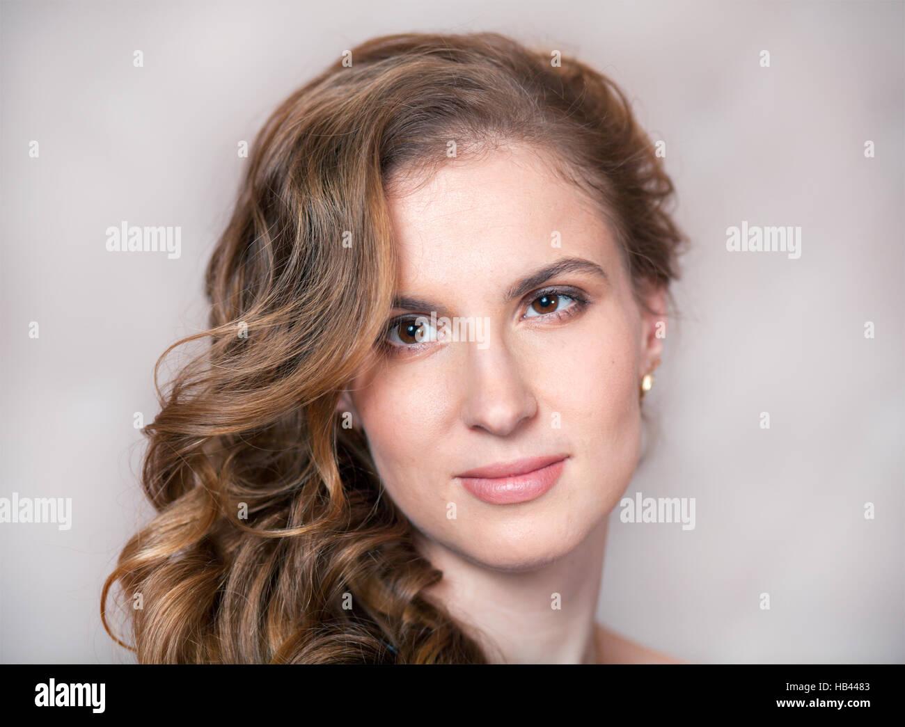 Portret della bella giovane donna Immagini Stock