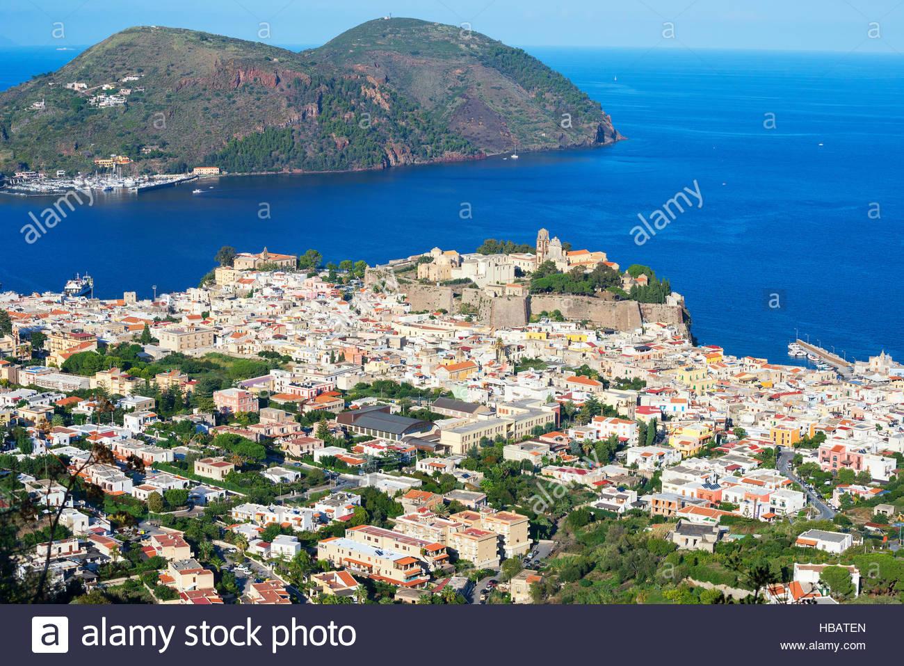 Vista della città di Lipari, Sicilia, Italia Immagini Stock