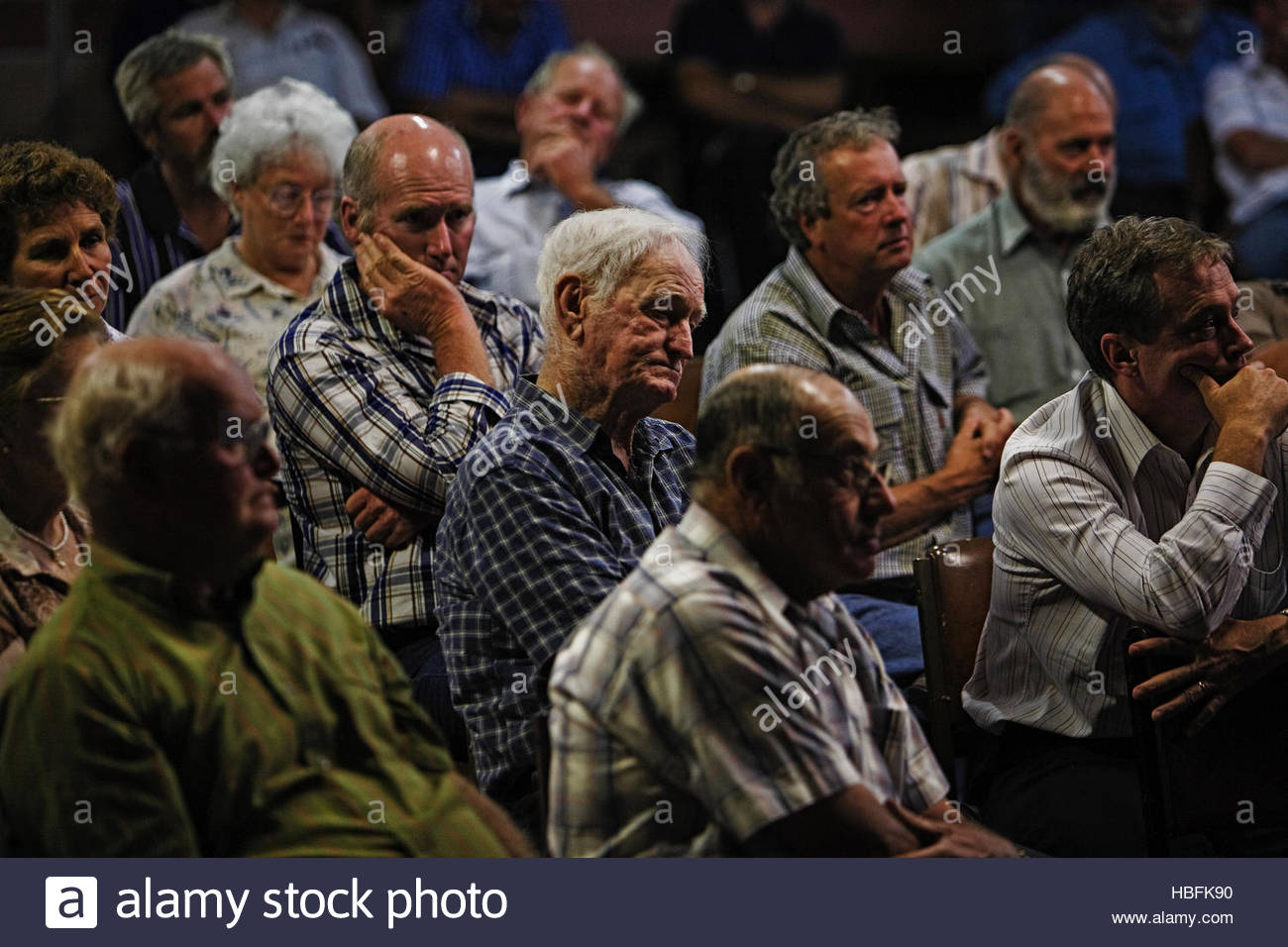 Coltivatori di riso discutere problemi di acqua in una riunione. Immagini Stock