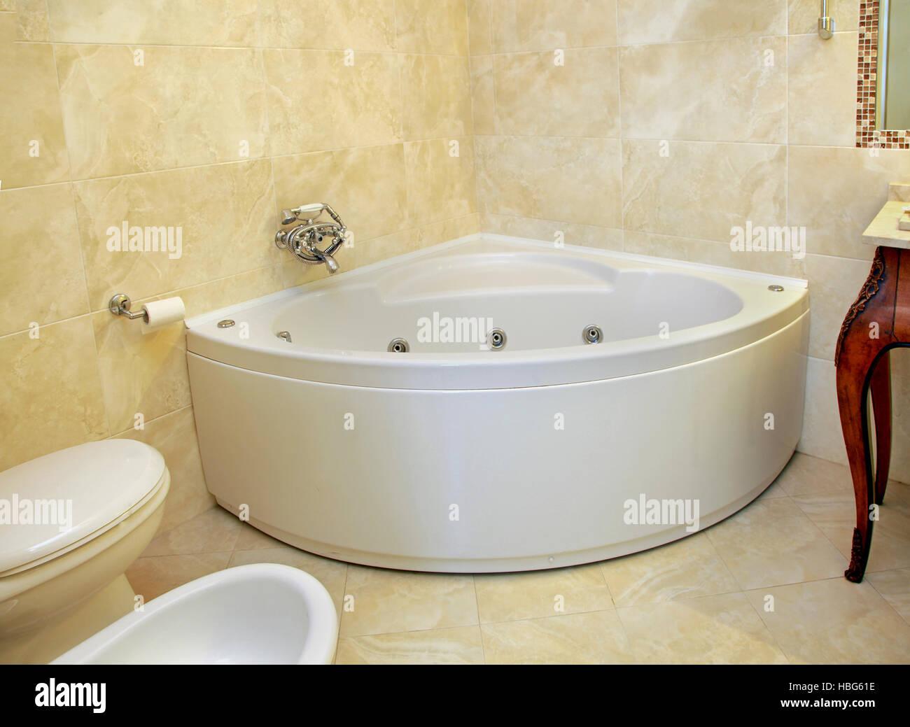 Vasca Da Bagno Ad Angolo : Vasca da bagno angolare immagini vasca da bagno angolare fotos