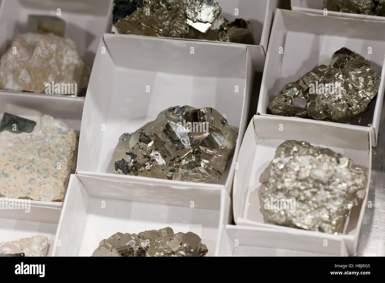 Cubi di pirite solido esemplari di cluster - USA Immagini Stock