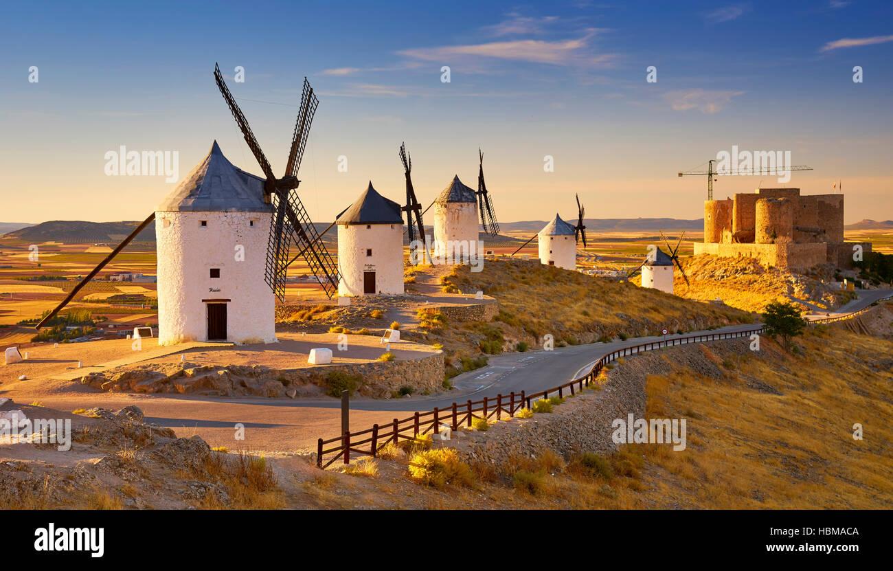 Mulini a vento in Consuegra, Spagna Immagini Stock