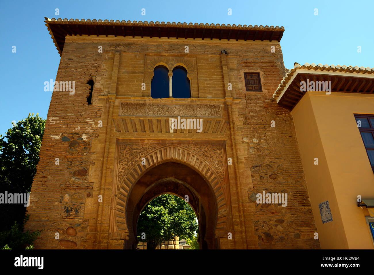 Porta vino Puerta del Vino Carlos V Palazzo Alhambra Palace Gardens alcazaba arch gateway arcuata Granada Andalusia Foto Stock