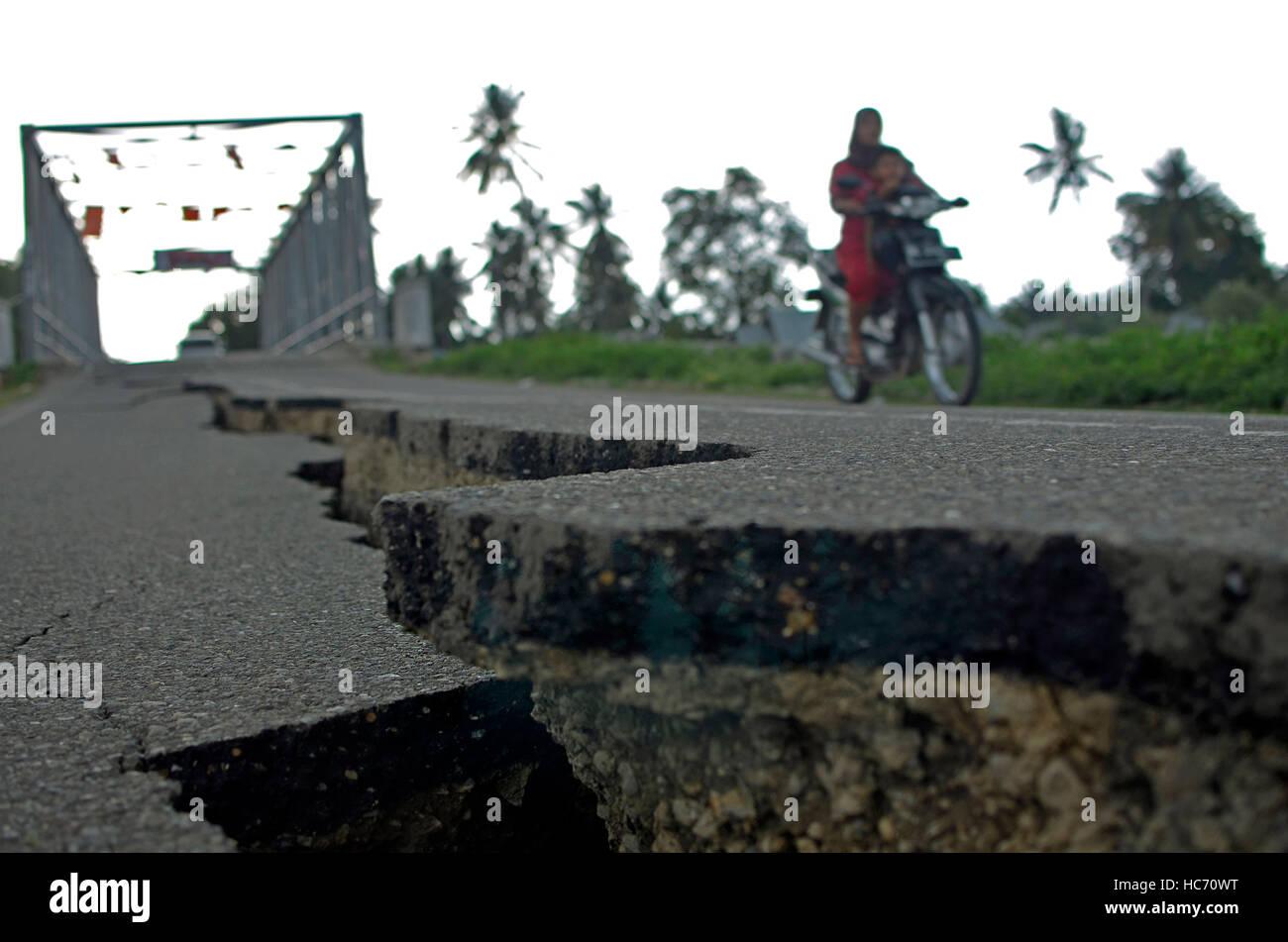 Indonesia. 07Th Dec, 2016. Quake la misura 6.5 sulla scala Richter (sr) cullati Pidie Jaya, provincia di Aceh. Uccidendo Immagini Stock