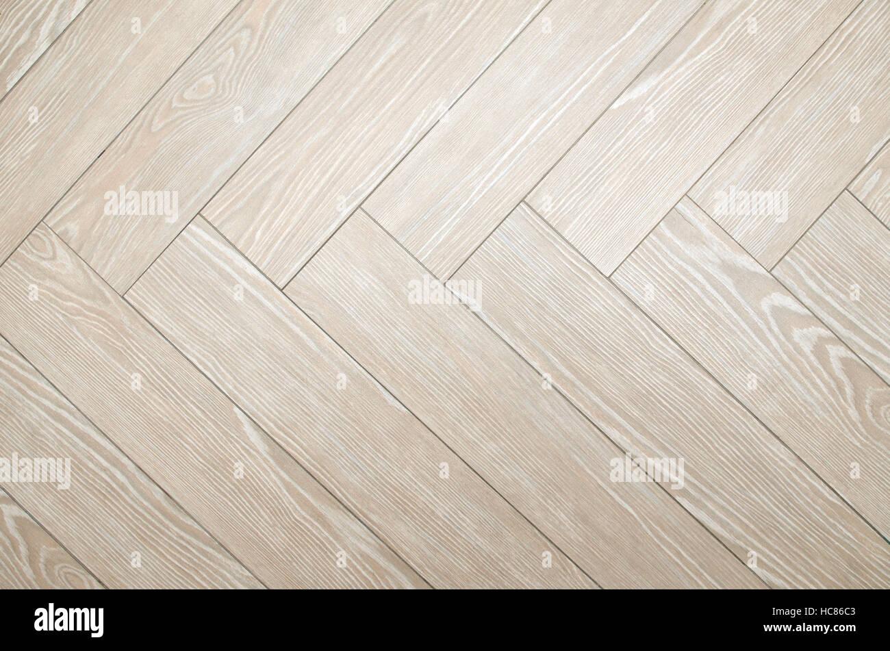 Pavimento beige piastrelle con look di parquet disposti a spina di