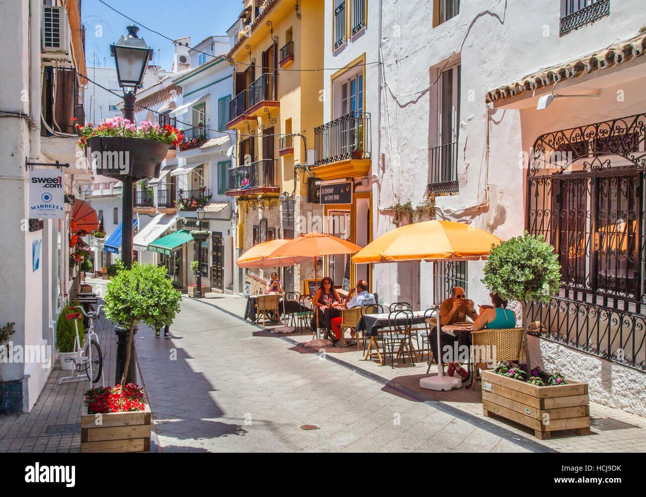 Spagna, Andalusia, provincia di Malaga, Costa del Sol, Marbella, Calle Peral a Casco Antiguo, Marbella Old Town Immagini Stock
