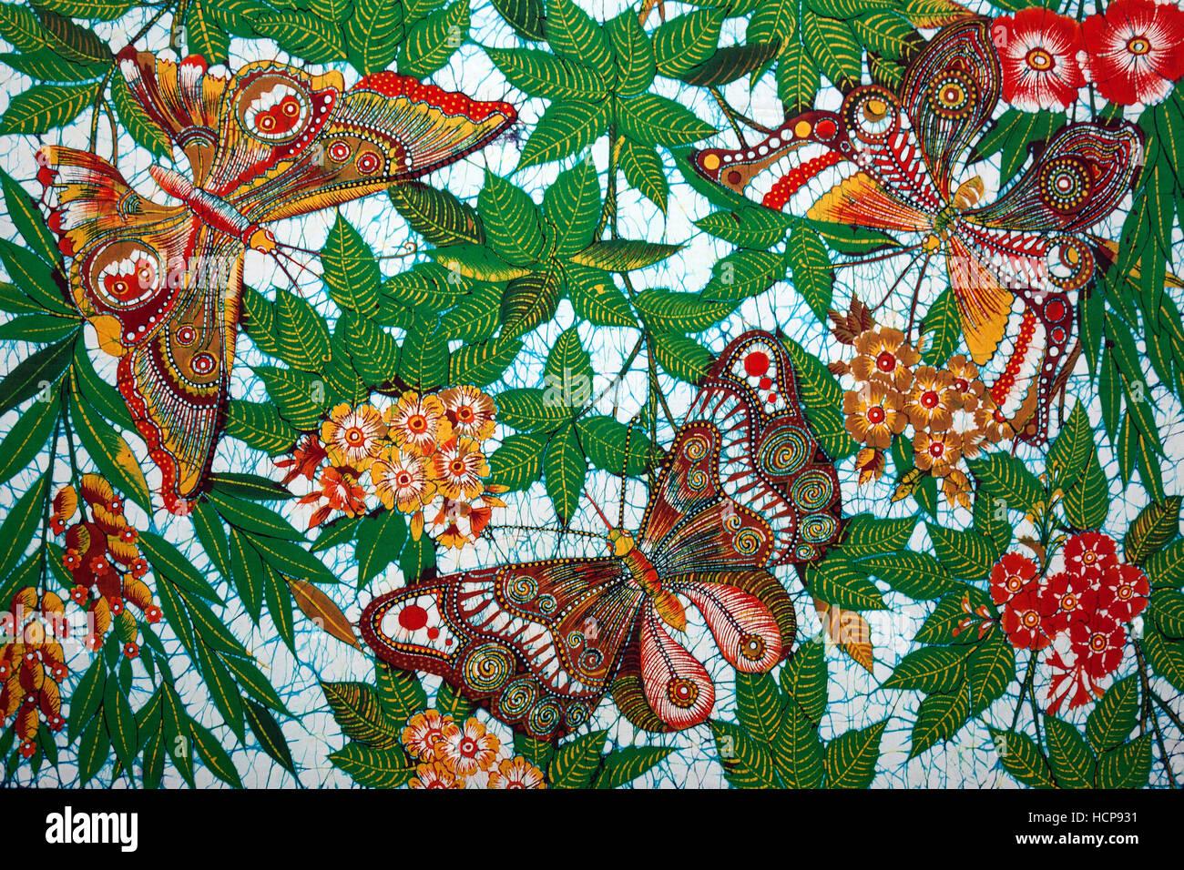 Il batik, motif con farfalle e fiori, Kandy, provincia centrale, Sri Lanka Immagini Stock
