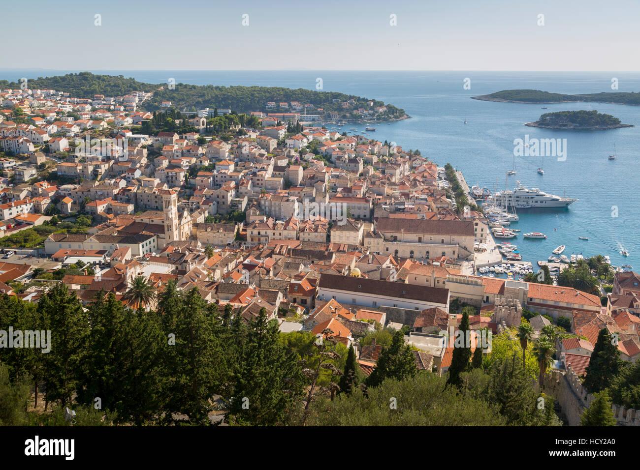 Vista su Hvar da Fortezza Spagnola, Isola di Hvar, Dalmazia, Croazia Immagini Stock