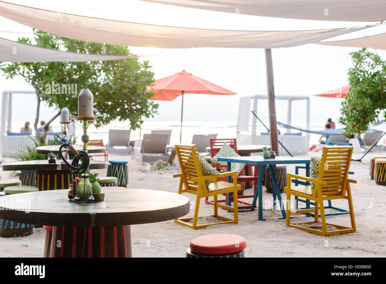Mobile Bar Per Esterno colorato di mobili da esterno in un ristorante sulla