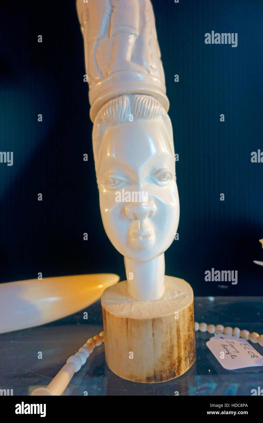 Avorio illegale carving Foto Stock