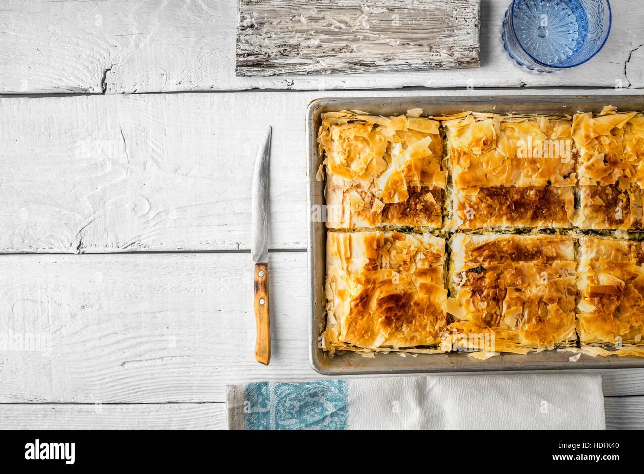 Pie Torta pasticceria da forno di cottura di pasta spanakopita Immagini Stock
