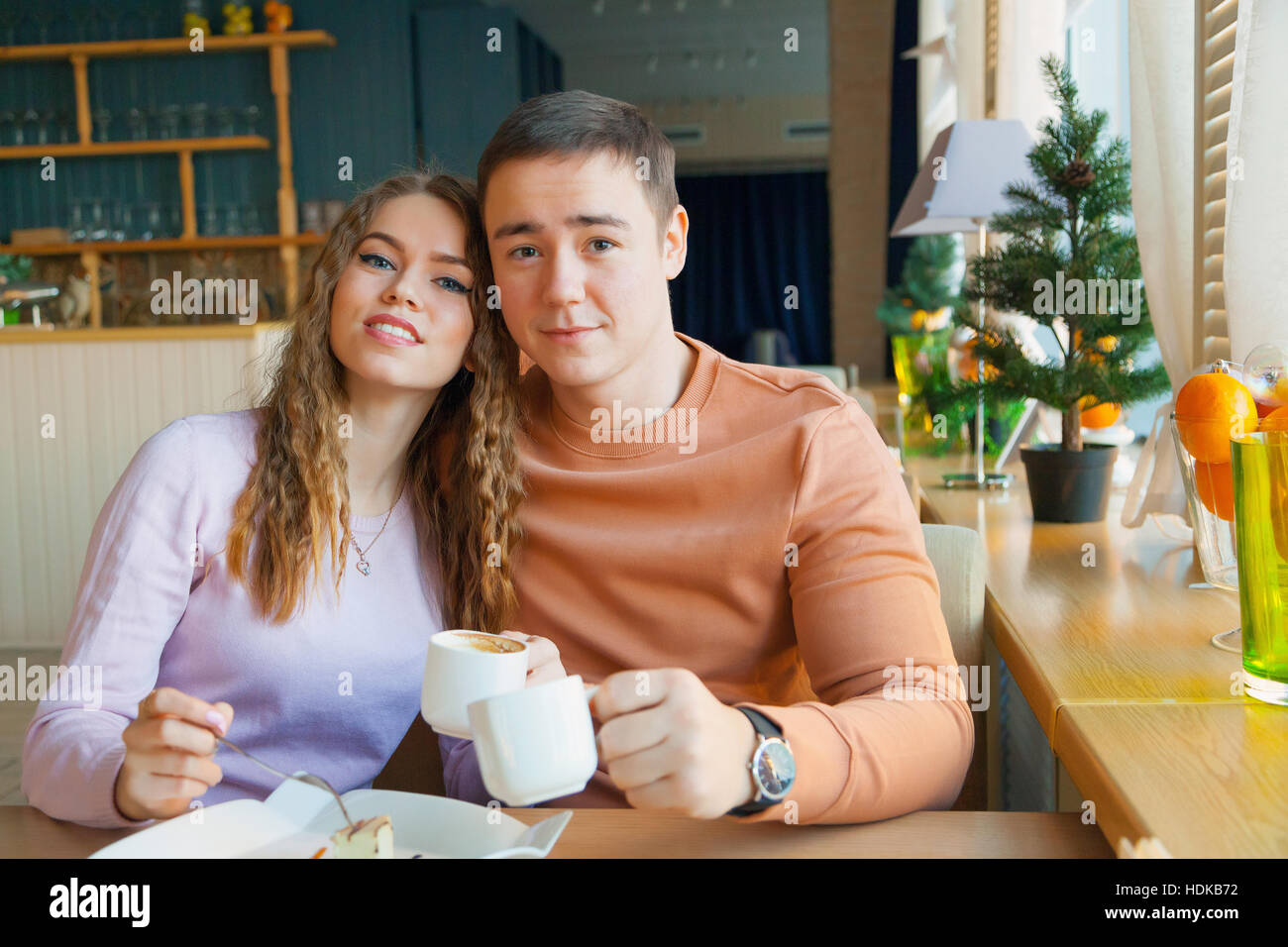 Una donna e un uomo in cafe Immagini Stock
