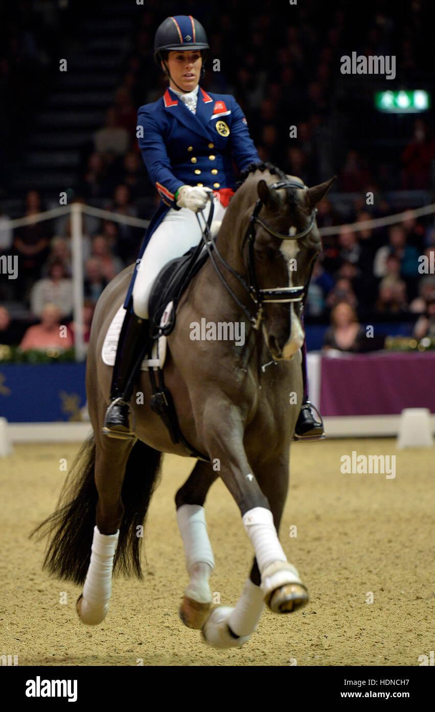 Olympia London International Horse Show presso il Grand Hall Olympia di Londra, Regno Unito. Xiv Dic, 2016. Dressage: Immagini Stock