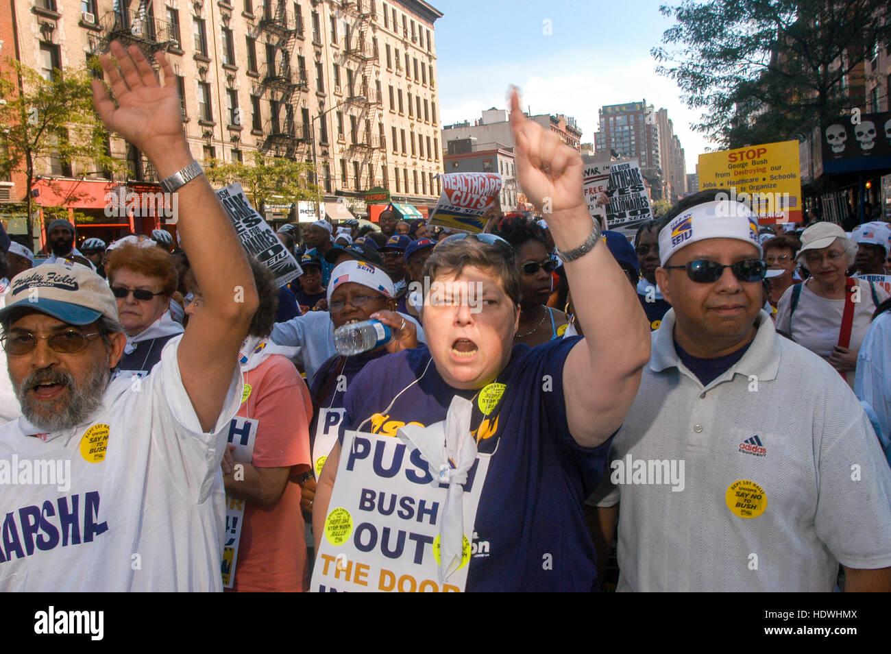 New York, Stati Uniti d'America - 1 Settembre 2004 - i sindacati marzo e di protesta nei pressi del 2004 Convention Immagini Stock