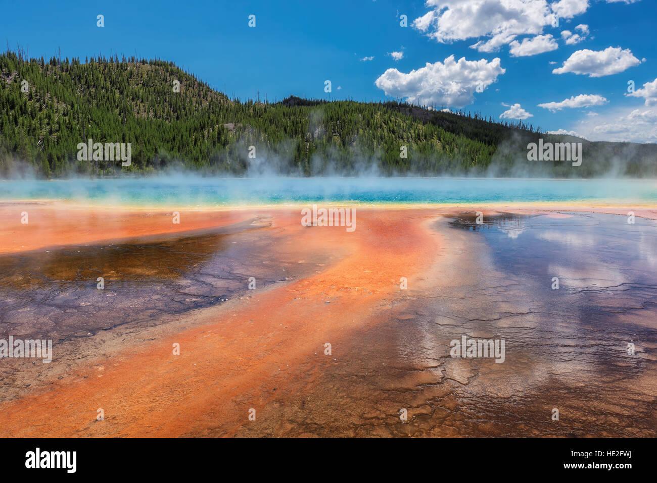 Bella piscina termale Grand Prismatic Spring nel Parco Nazionale di Yellowstone Immagini Stock