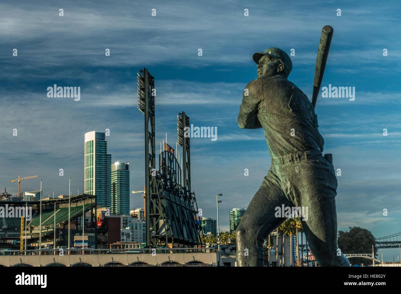 Statua di Willie McCovey lungo San Francisco Giants Stadium, AT&T Park Immagini Stock
