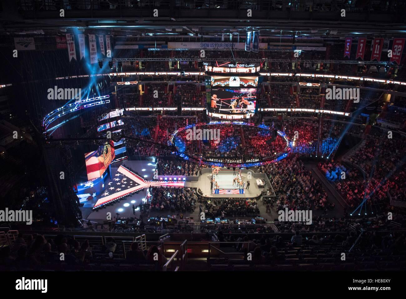 Vista aerea del Verizon Center stadium impostato con una corte centrale anello di wrestling per la XIV tributo annuale Immagini Stock