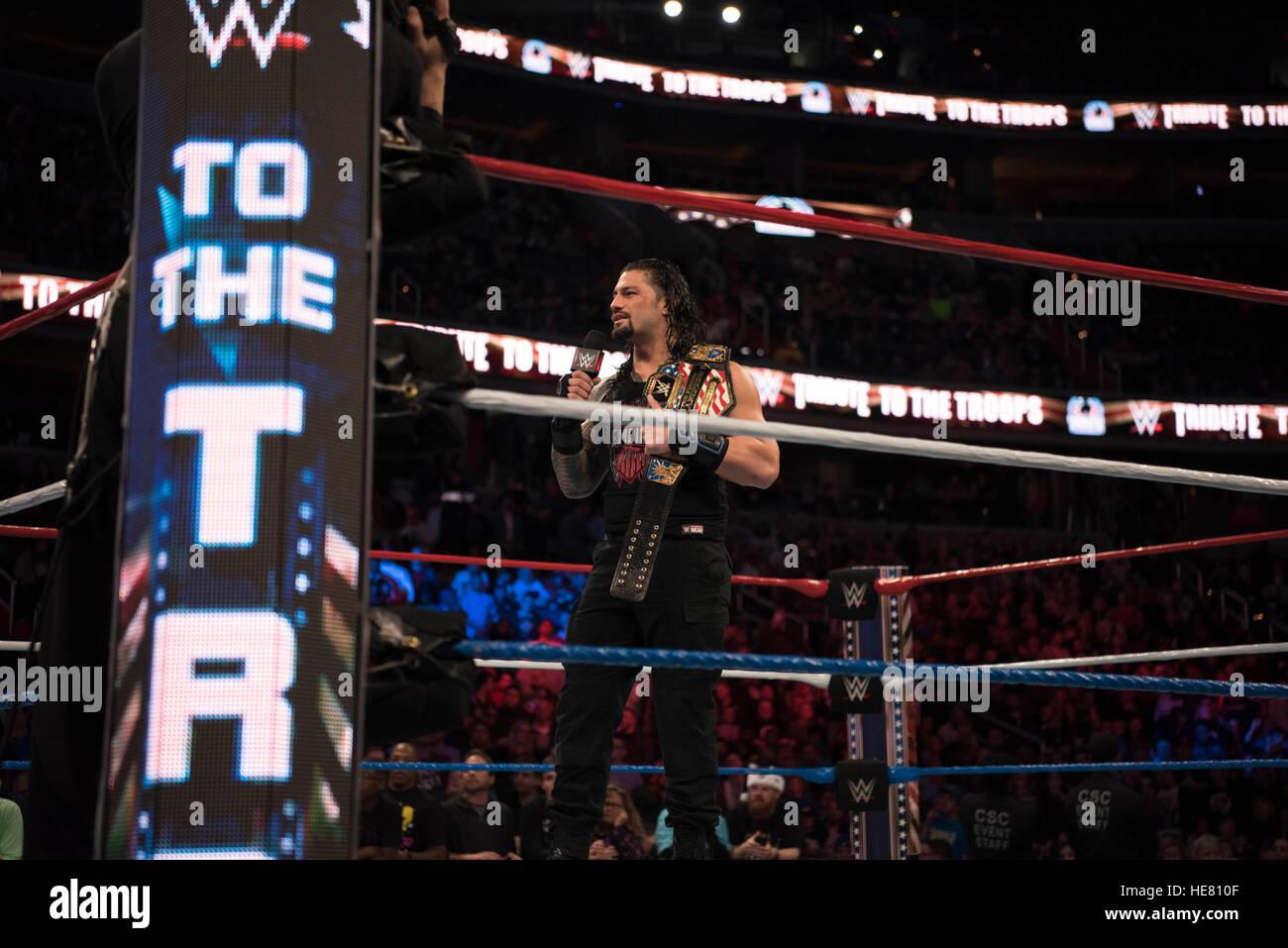 WWE esecutore Regins romana si prepara per un match wrestling durante il XIV tributo annuale per le truppe evento Immagini Stock