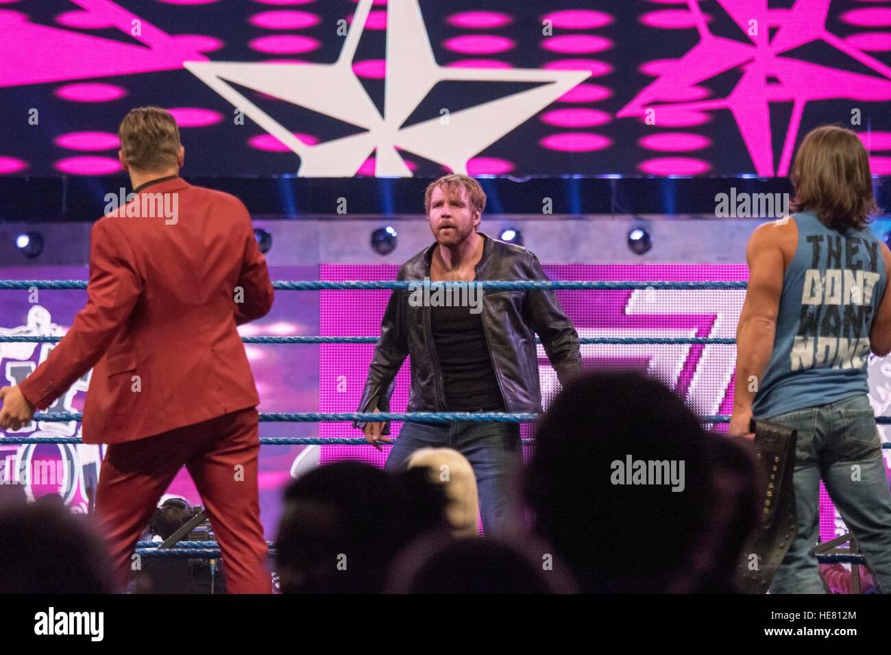 Gli artisti interpreti o esecutori di WWE partecipare a un match wrestling al XIV tributo annuale tot egli truppe Immagini Stock