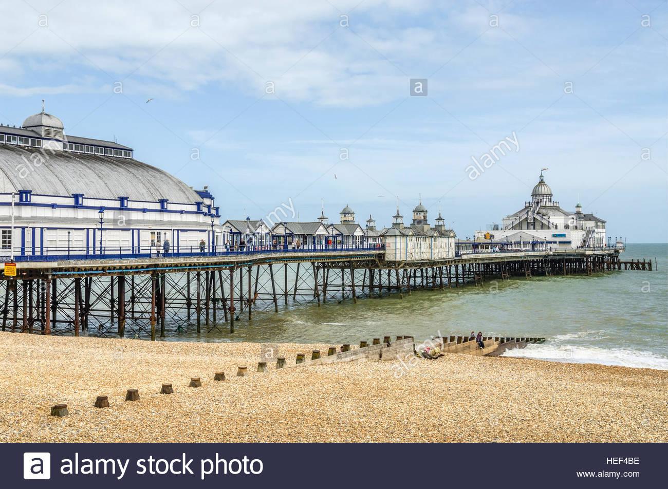 Vista sul lungomare di Eastbourne Pier, East Sussex, Sud Inghilterra | Aussicht ueber die Strandpromenade von Eastbourne Immagini Stock