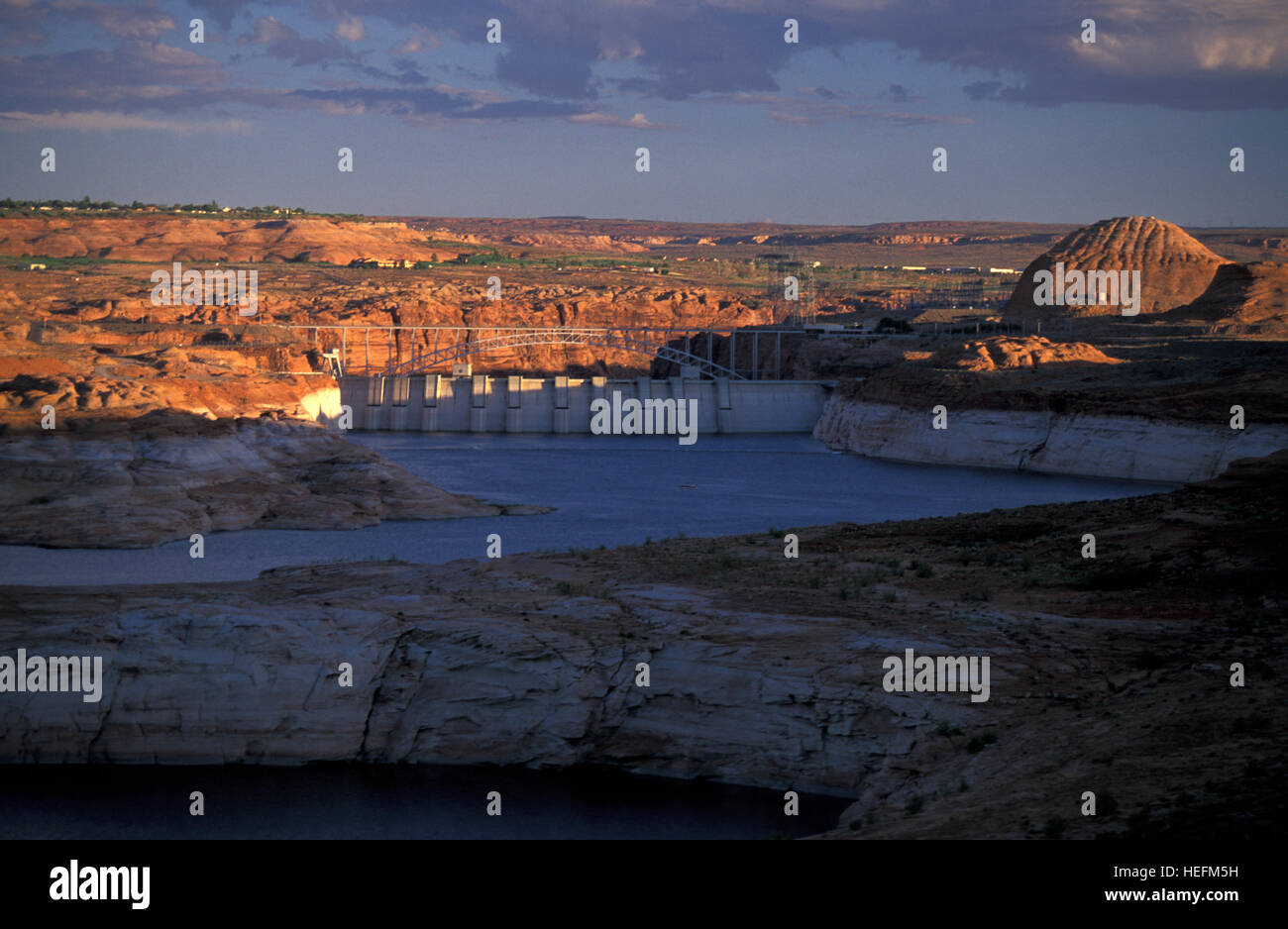 Diga del Lago Powell e Glen Canyon National Recreation Area al tramonto Immagini Stock