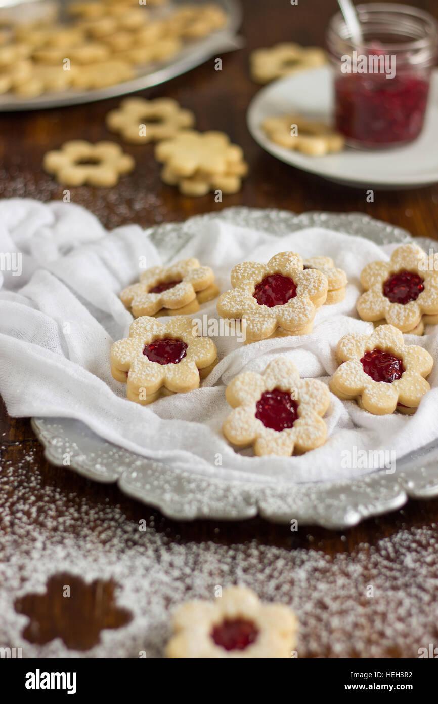 In casa Linzer Cookies Immagini Stock
