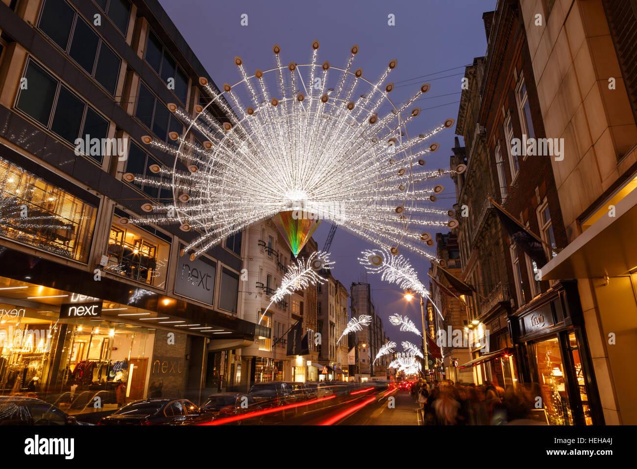 Decorazioni Natalizie Londra.Luci E Decorazioni Natalizie Su New Bond Street Londra A Londra Inghilterra Foto Stock Alamy