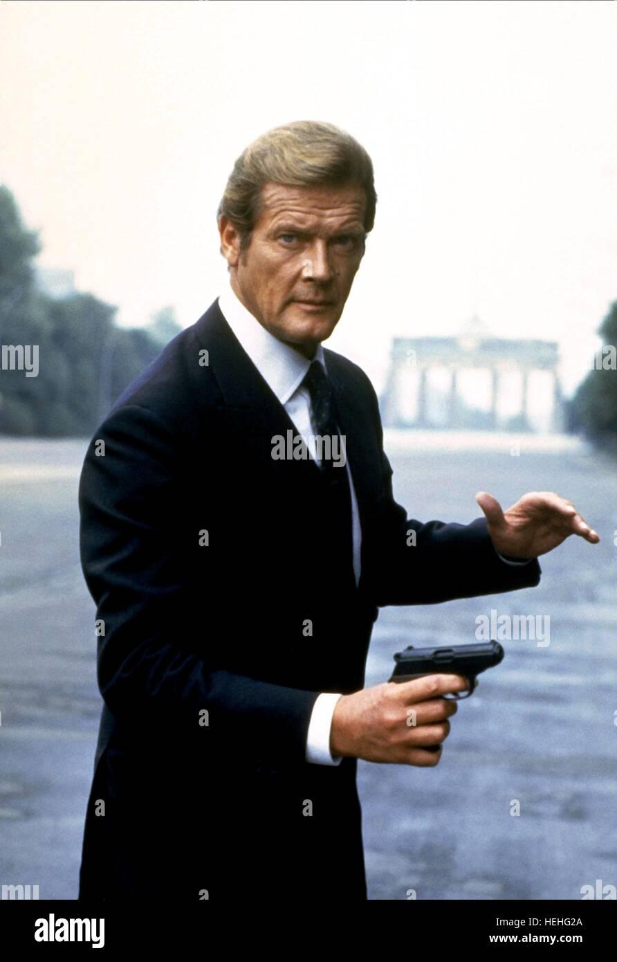 ROGER MOORE James Bond: vivi e lascia morire (1973) Immagini Stock