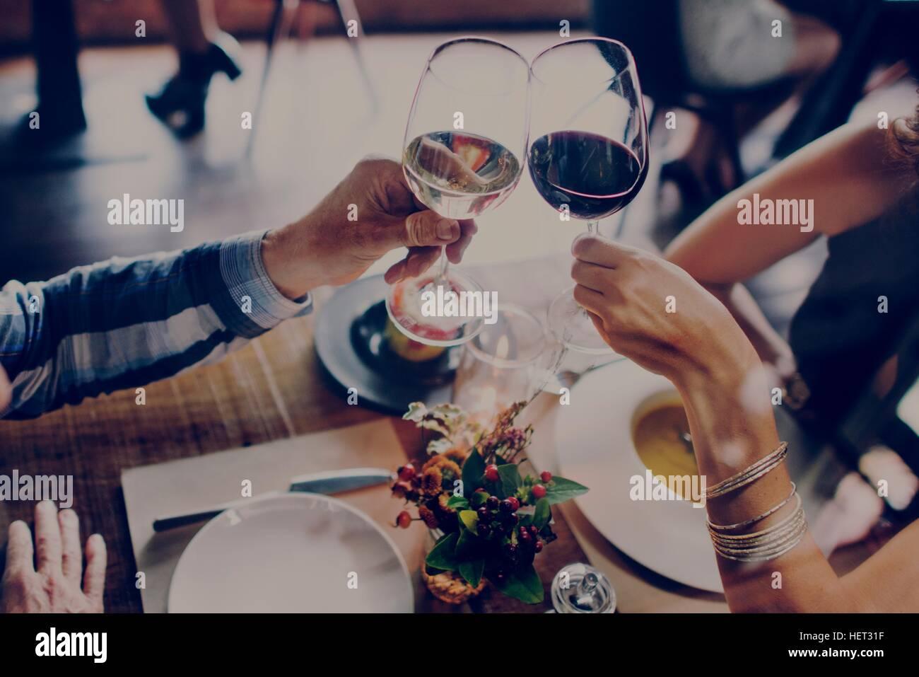 La gente parte Dating celebrazione bevande Cheers Concetto di felicità Immagini Stock